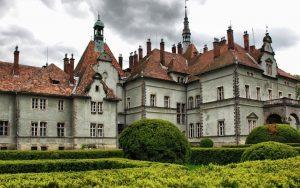 dvorec shenbornov 300x188 - Большие карпаты