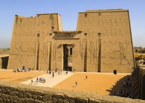 karnakskiy hram 300x214 - Египет