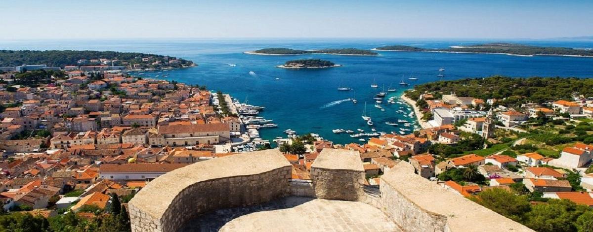 Beautiful view of old harbor in Hvar townCroatia Wallpaper Hd 1920x1200 1024x402 - Хорватия - страна сказка