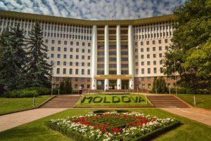 parlament moldova 300x201 - Гостеприимная соседка Молдова