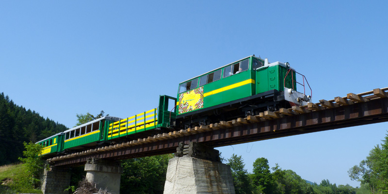 140838186753f233ab7a0ab - Карпатський трамвай і скелі Довбуша