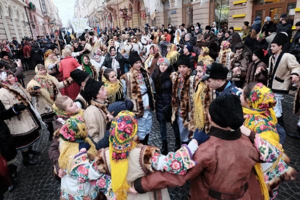 148180111658527d9c869c6 - Буковинський Ріо-де-жанейро карнавал+ маланка фест
