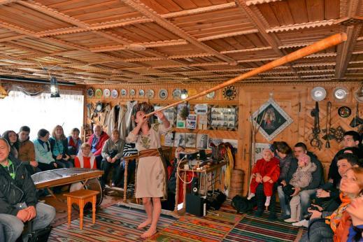15435111685c001c80618a8 - Буковель: лыжи, санки и гуцульские забавы