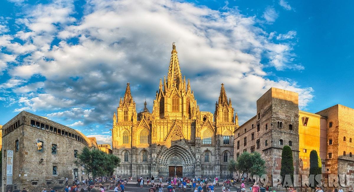001 Ispaniya Barselona Goticheskiy kvartal Panoramic view of Barcelona Cathedral Catalonia Spain Foto marcorubino   Depositphotos - Аллея звезд: Цюрих,Женева,Барселона