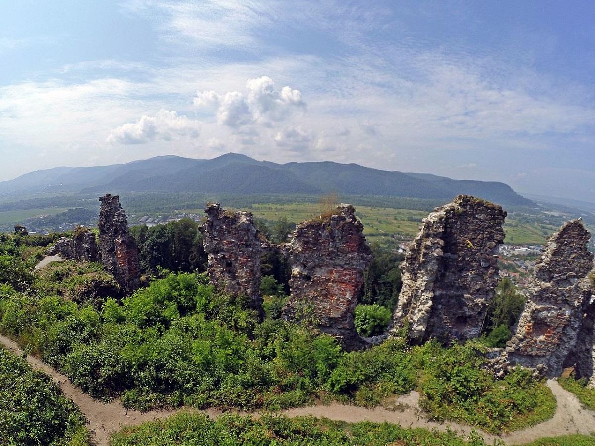 Hustskij zamok Ukrainskie Karpaty - Закарпатское турне: долина нарциссов