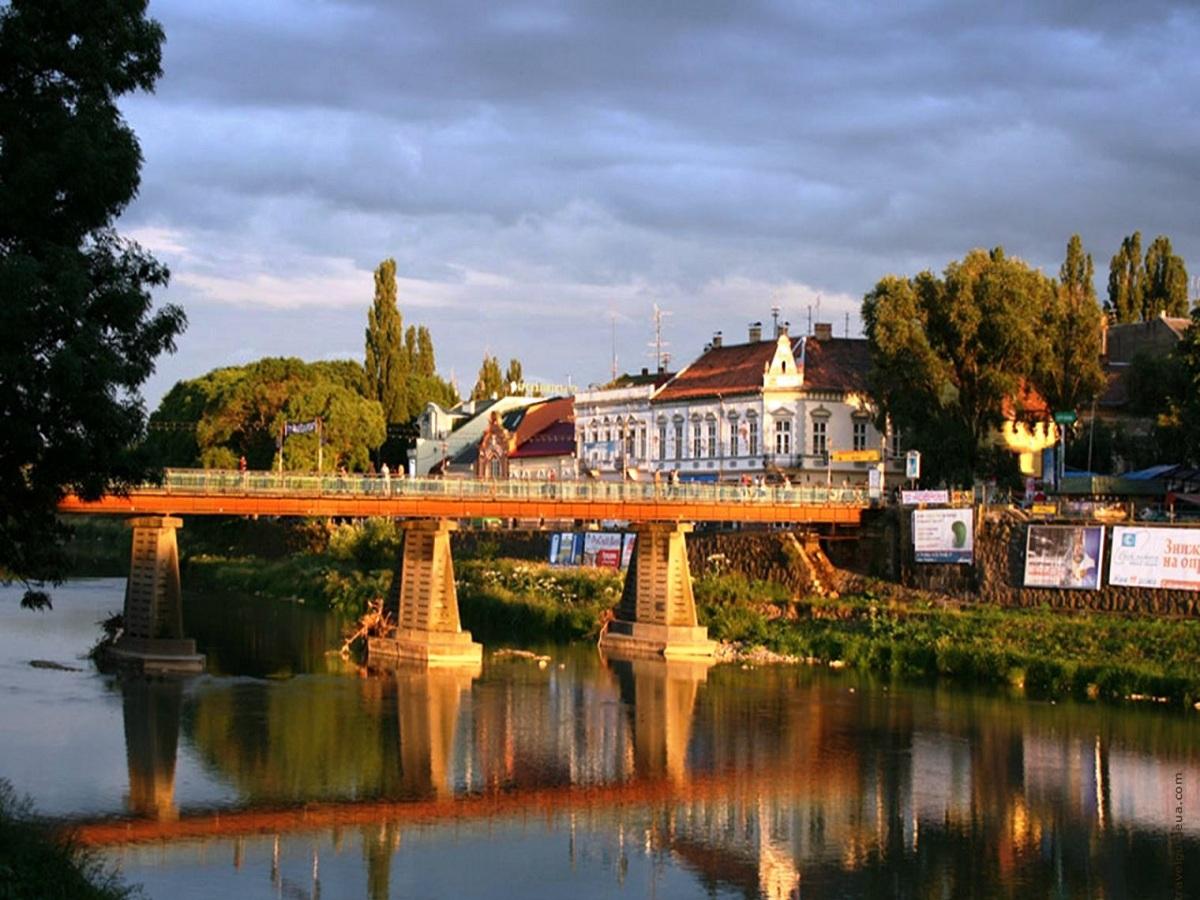 Uzhgorod - Закарпатское турне: цветущая сакура