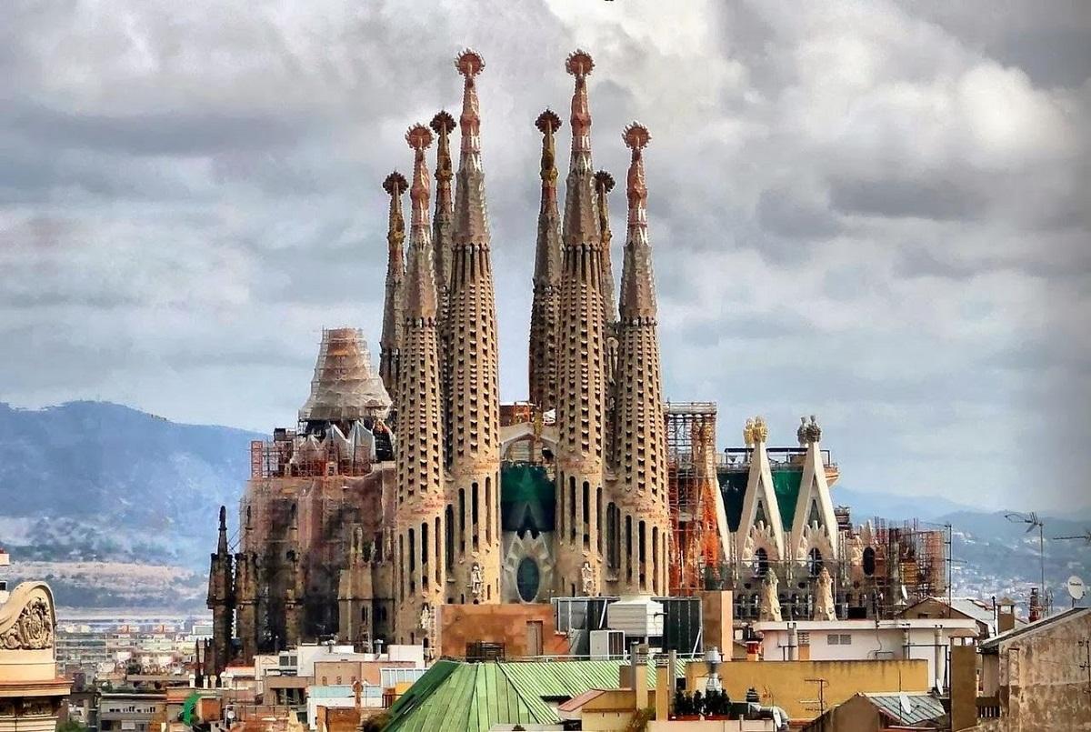37zhJjfjmk - Барселона сердце Каталонии