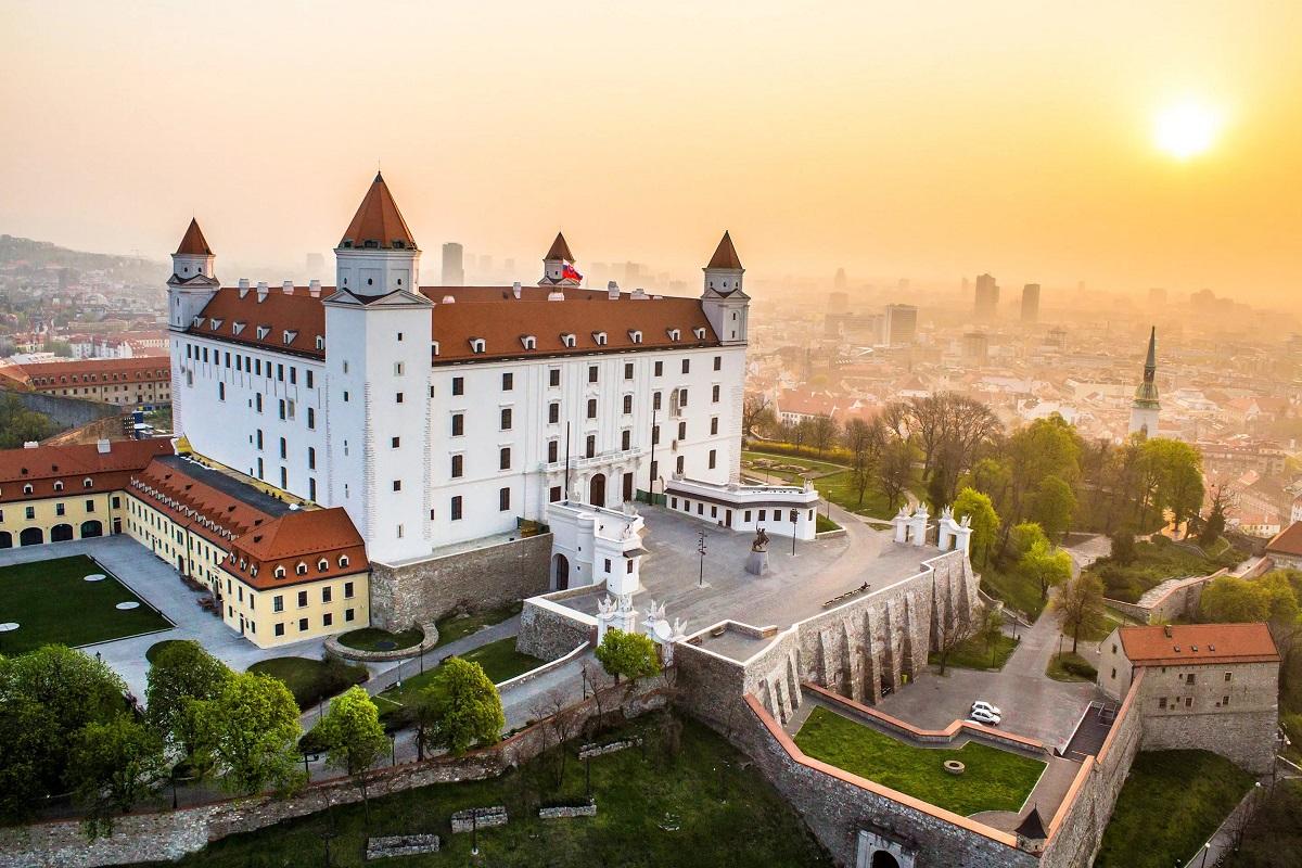 slovakiya - Вена и Прага - Империи королей