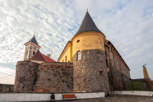 15502406155c66cb679d50e - Замок Паланок, термальні води Косино і вино