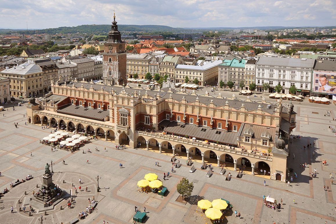 Sukiennice and Main Market Square Krakow Poland 1 - Что посмотреть в Кракове