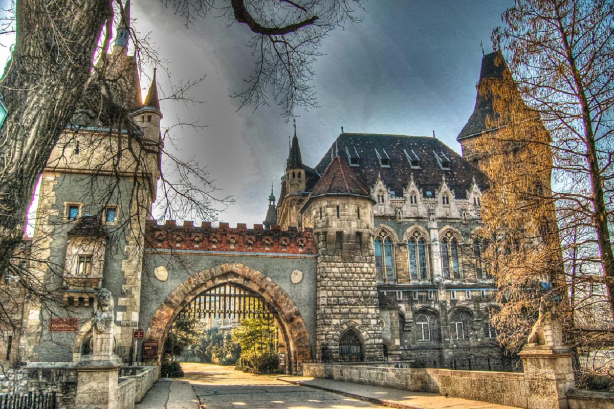Skazochnyj zamok Vajdahunyad Vengryya - В день влюблённых в Будапешт