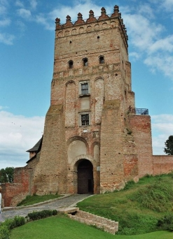 Lutsk_castle_tower-247x342