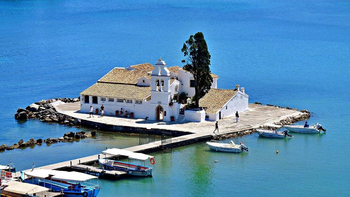 moni vlacherna corfu - 9 причин поехать на остров Корфу