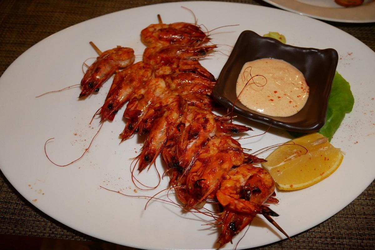 SHashlyik iz tigrovyih krevetok v Grape Cafe - Поради туристам в Чорногорії
