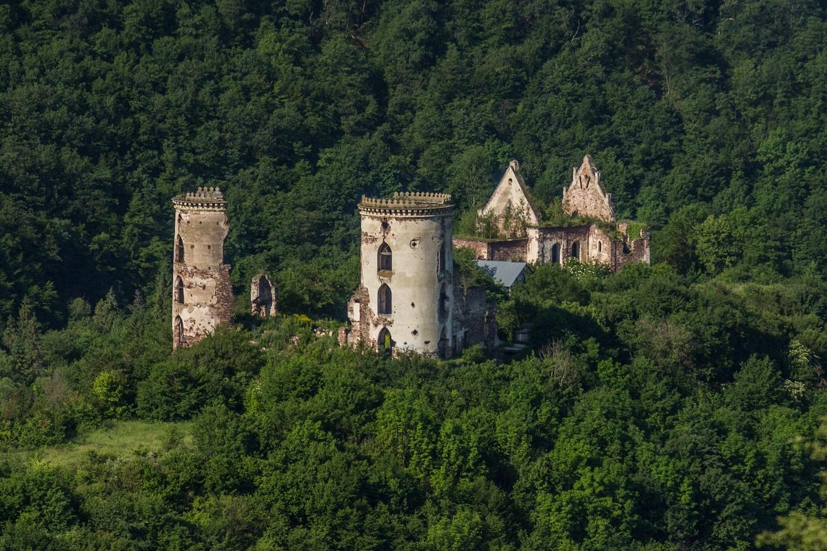 Chervonohorod chateu ruins Far 1 - Корона Тернопільщини
