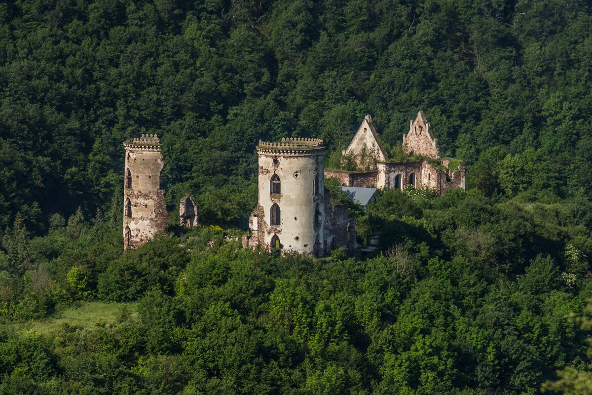 Chervonohorod chateu ruins Far - Корона Тернопольщины