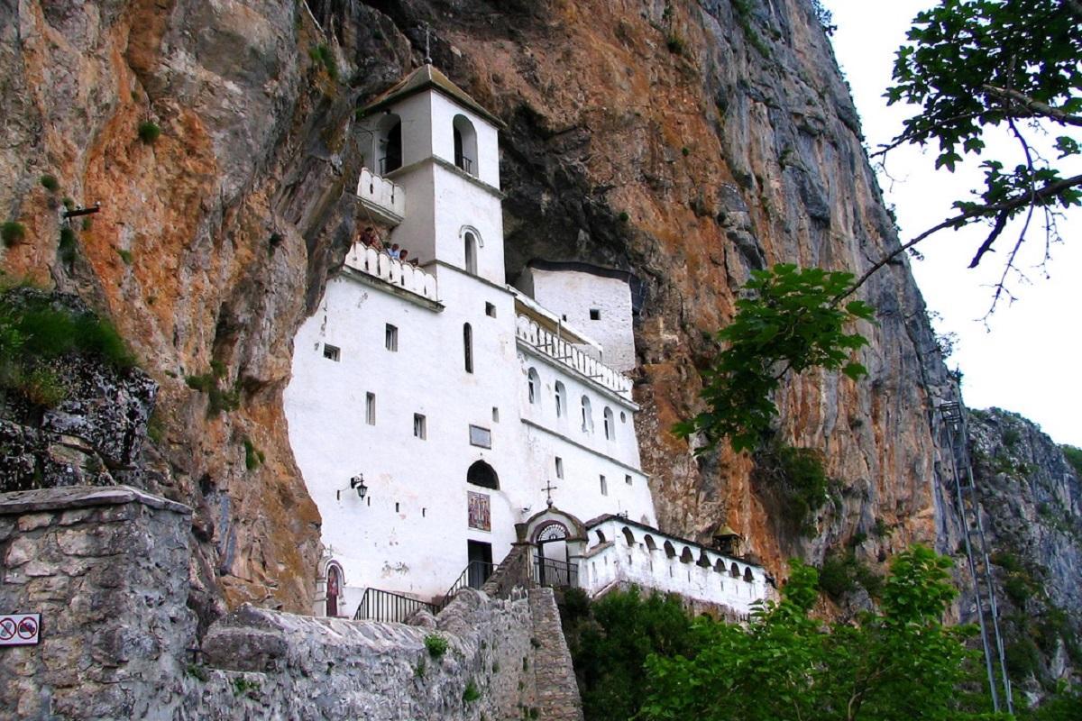 Monastyr Ostrog - Переваги відпочинку в Чорногорії